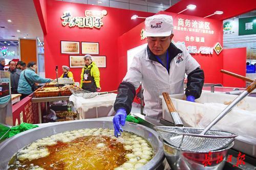 """食博会上28万市民打走2亿多元""""年货"""" 本周六楚菜pk香港美食"""