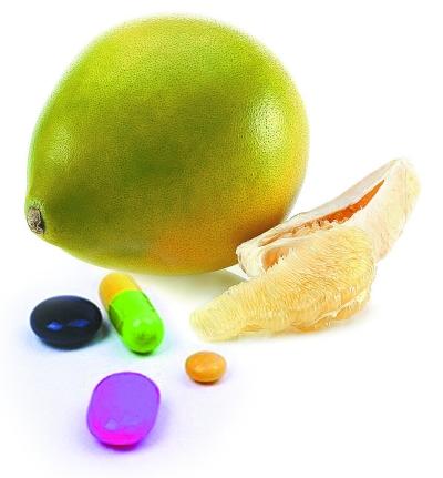 老人吃完降压药再吃柚子血压骤降晕倒 食药相