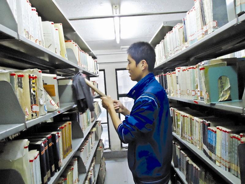 大学生热衷电子书 高校图书馆借阅率逐年下降(图)