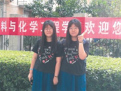 双胞胎姐妹考入同校同专业 二人如复制一样