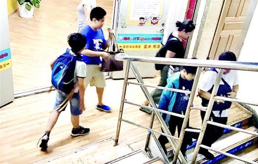 武汉黑名单上多家培训机构仍在开课 有一次收5年的课时费