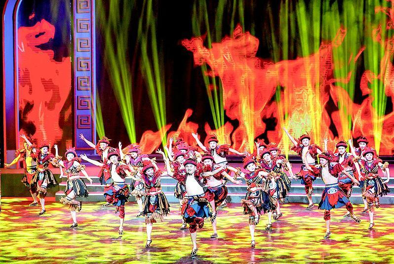 湖北第四届群众广场舞展演拉开序幕 550余名广场舞爱好者亮相舞台