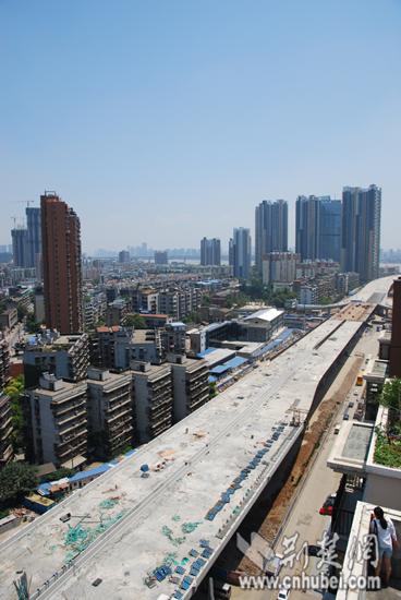 鹦鹉洲长江大桥汉阳接线段主体结构已完成70%(图)