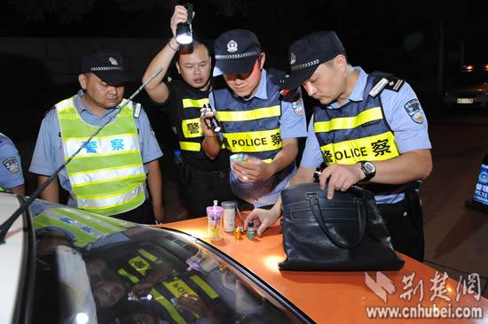 武汉警方首试唾液查毒驾 一专车女司机落网(