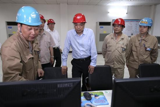 李克强总理5月23日下午考察武汉钢铁(集团)公司。