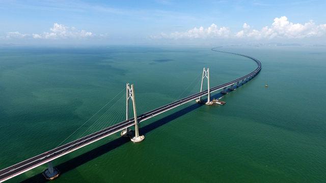 世界上最长的跨海大桥,世界上最长的钢结构桥梁……站在这座超级