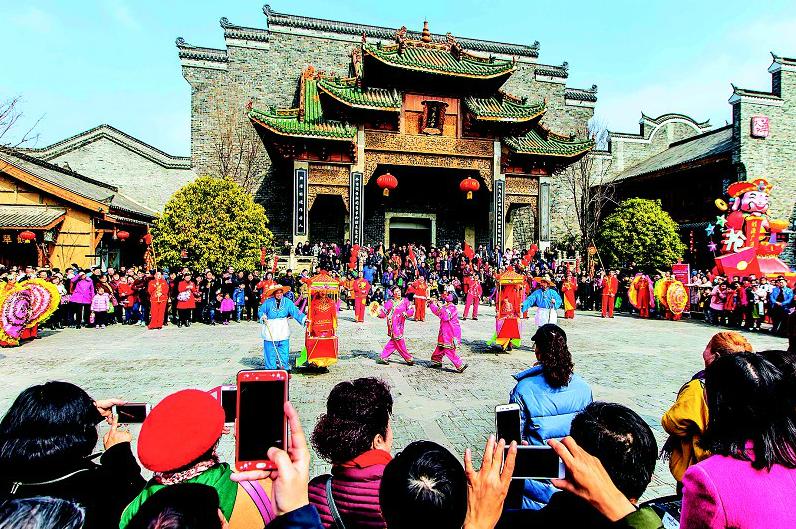 民俗庙会闹新春 感受老武汉的年味