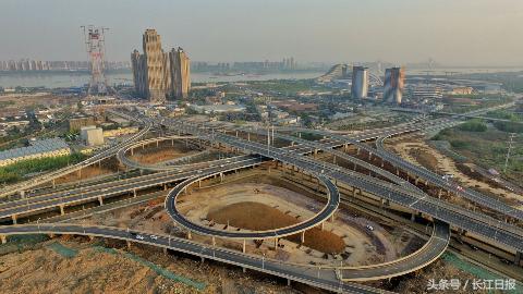 武汉杨泗港快速通道四新段投用 未来将与杨泗港大桥串起沌口光谷