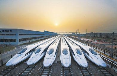 """""""五一""""小长假临近 武汉局再加开58趟客车提升运力"""