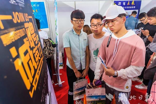 匀称年薪10万+,最高50万元!武汉校园巡回招聘供岗3万余