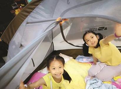 武汉有书店试水儿童夜宿:帐中枕书眠 醒来闻墨香