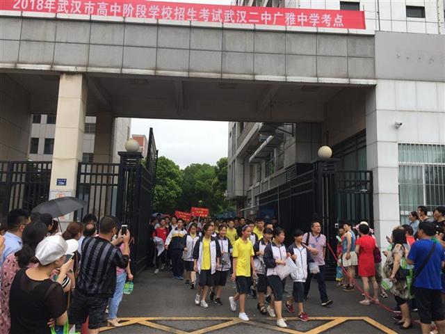 武汉中考首日考题接地气:语文、思品不太难 数学计算量比较大
