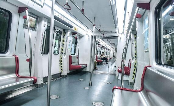 地铁11号线东段一期空载试运行 共设13站跑完单程约30分钟
