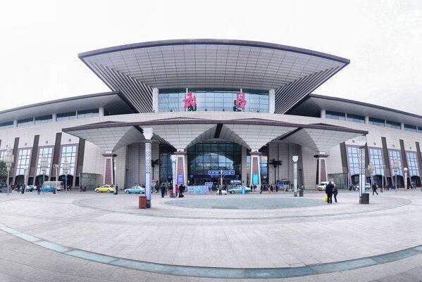 武昌火车站精细化管理打造一流软环境 出租车停留受限餐饮乱涨价挨罚