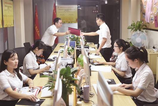 """江岸把""""红色物业""""的责任与担当融入为民服务中"""