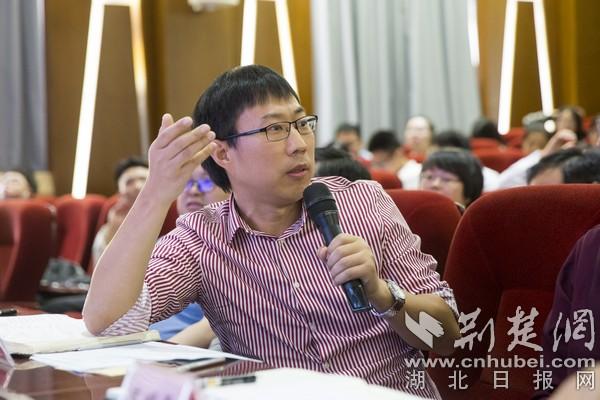 赛事邀请了中青报评论部主编曹林等知名评论界大咖担任评委.jpg