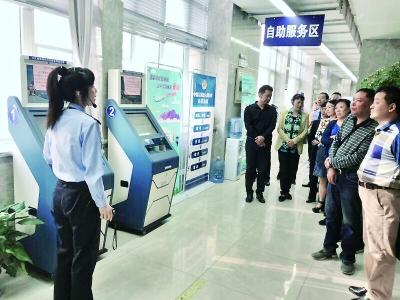 武汉绿色通道助老人赴台湾 送母亲最后一程