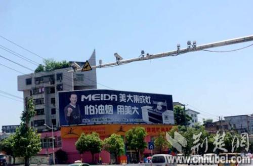 江城商业体广告牌有了标准版!墙面广告外沿不得出墙体 禁止使用外打灯