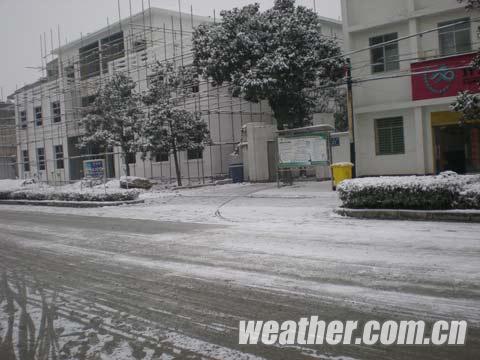 刘翔/25日开始,湖北大部迎雨雪天气,图为降雪后的襄樊老河口市。(...
