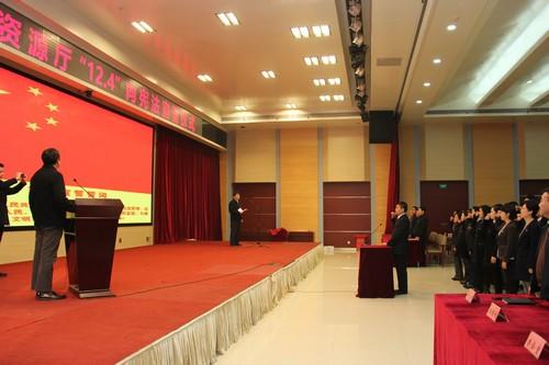 省自然资源厅举办公务员向宪法宣誓活动(摄影:王欢).jpg